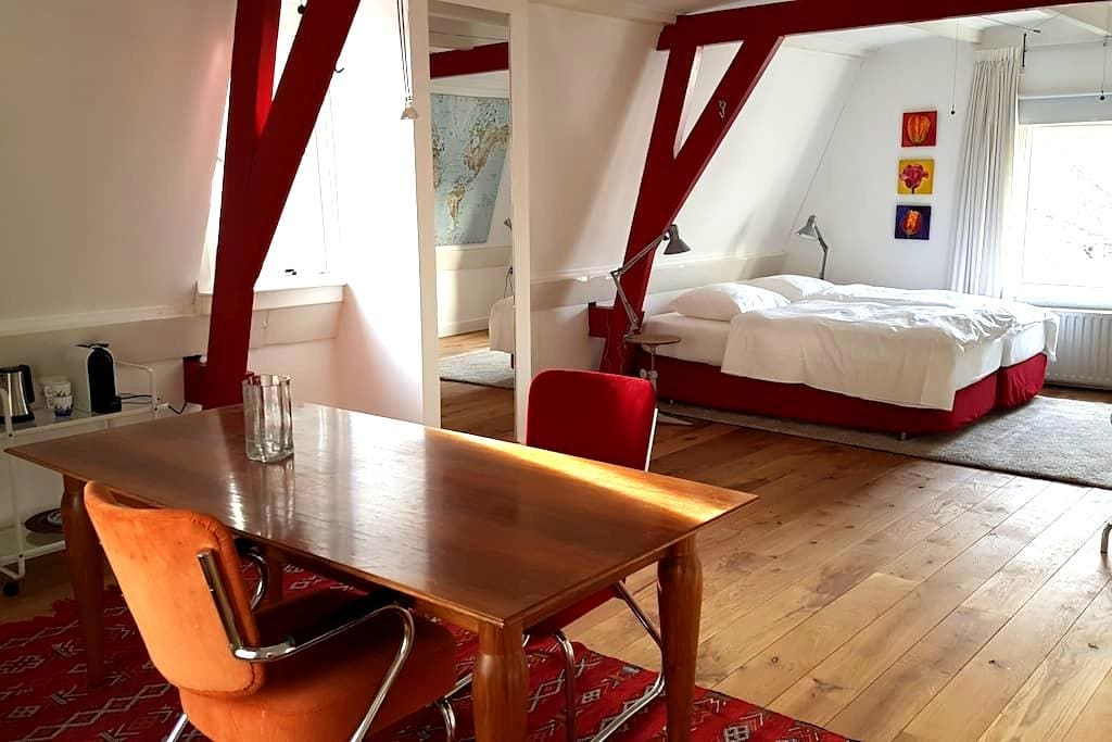 Comfortable room in a canal house in city center - Utrecht - Bed & Breakfast