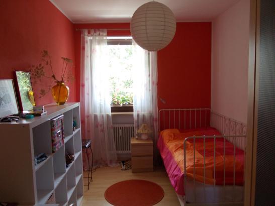 schönes, sonniges Zimmer