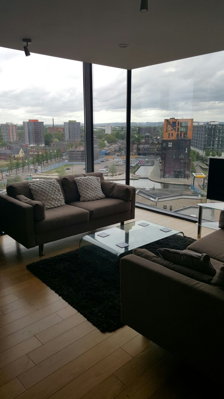 Modern 2 bed Manchester apartment