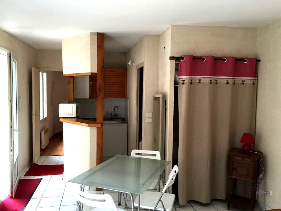 PETIT T2 TRES CALME , DANS UNE COURS PRIVATIVE - Tours - Apartment