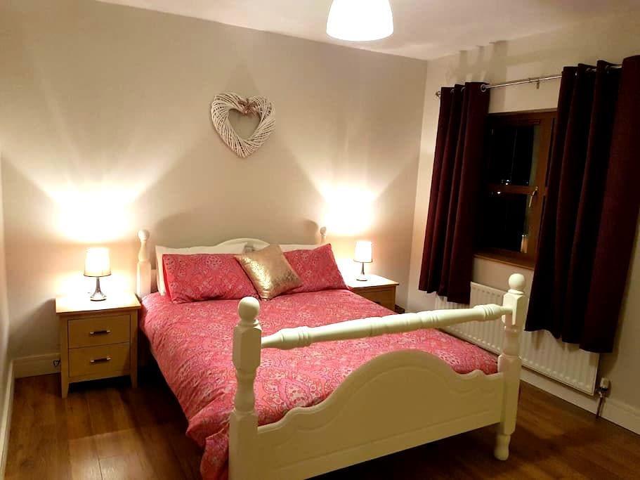 Modern clean spacious house. - Manorhamilton - Hus