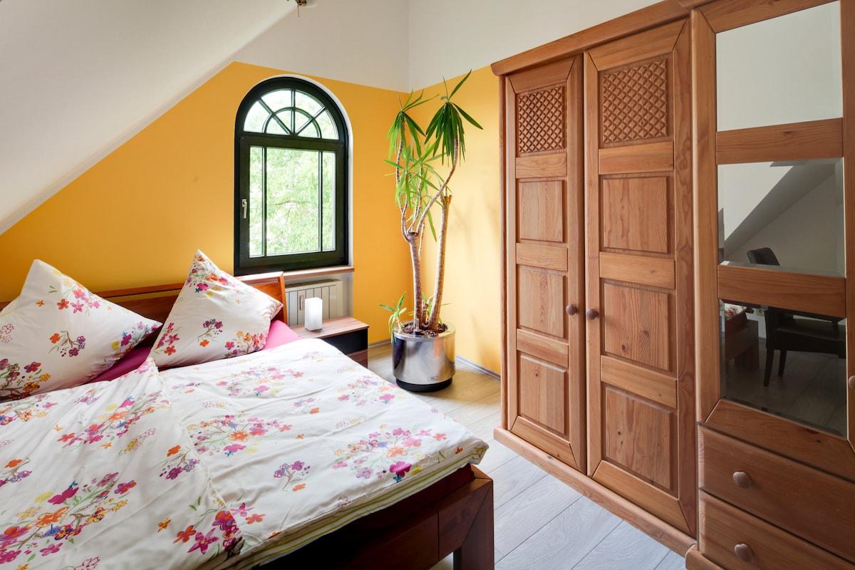 Schlafzimmer mit Wasserbett 100 % beruhigt / Sleepingroom with waterbed 100 % calm