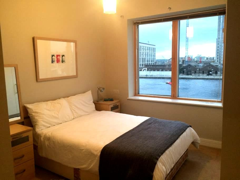 Sunny and spacious Grand Canal room and ensuite - Dublin - Apartment