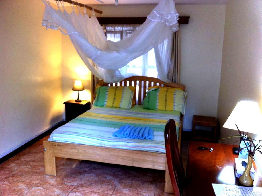FREE Breakfast, WiFi & Laundry - BUDGET room - กัมปาลา - ที่พักพร้อมอาหารเช้า