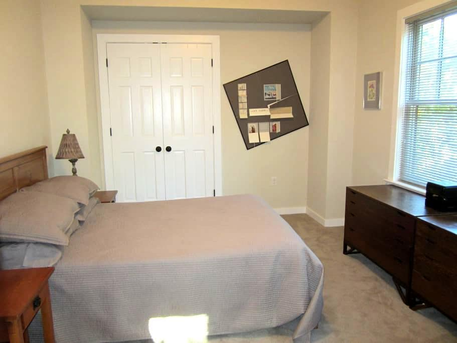 Private Bedroom with Shared Bath - Washington, D.C.