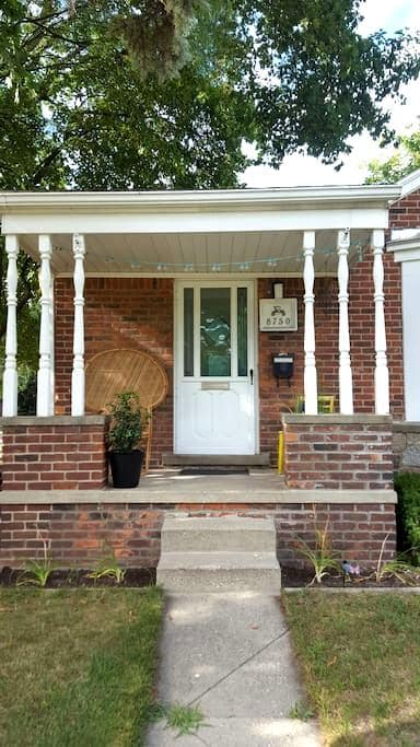 Relaxing Retreat in central metro Detroit - Oak Park - Huis