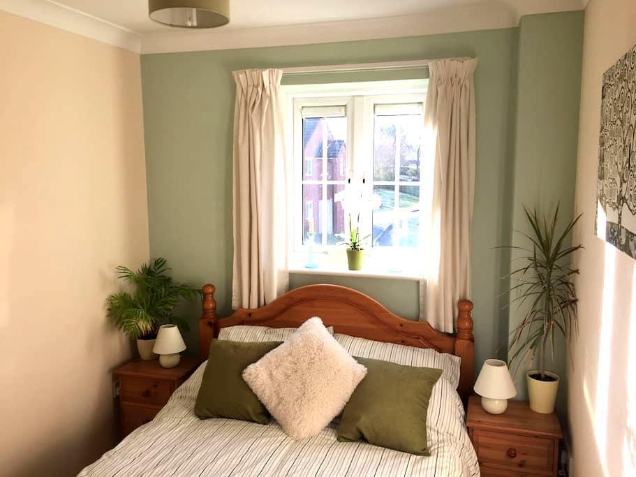 Cosy double room near Stonehenge, Bath & Avebury - Market Lavington - House