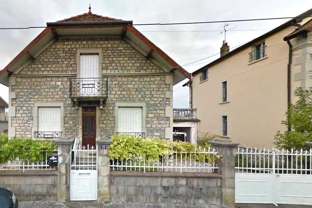 Maison confortable proche centre ville Besançon - Besançon - House