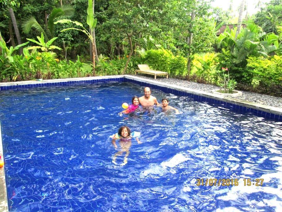Air Sanih Homestay, Bungalow 2 - Kubutambahan - Διαμέρισμα