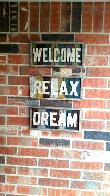 Welcome, Relax, Dream - เอ็ดมอนด์ - บ้าน