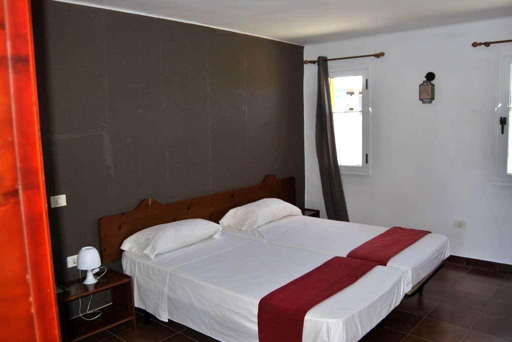 Double room with private bathroom - La Aldea de San Nicolás  - Aamiaismajoitus