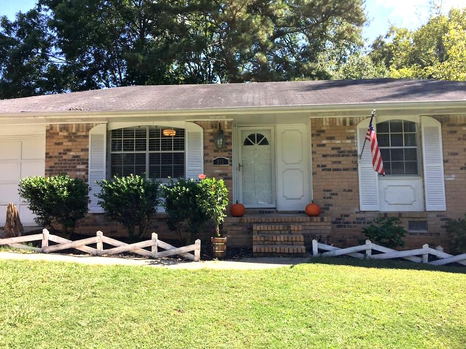 Home in the Heart of Peachtree City - Peachtree City - Rumah