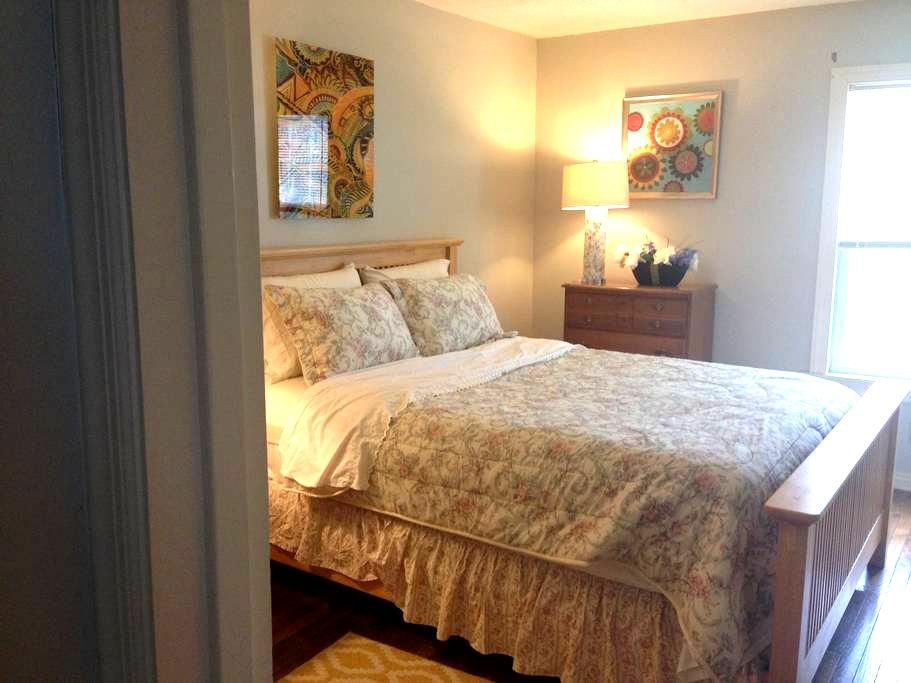 Come, Stay, Relax! (Room 1) - State College - Casa