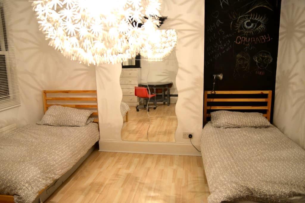 Crystal Palace, 2 x single beds - Thornton Heath - Casa