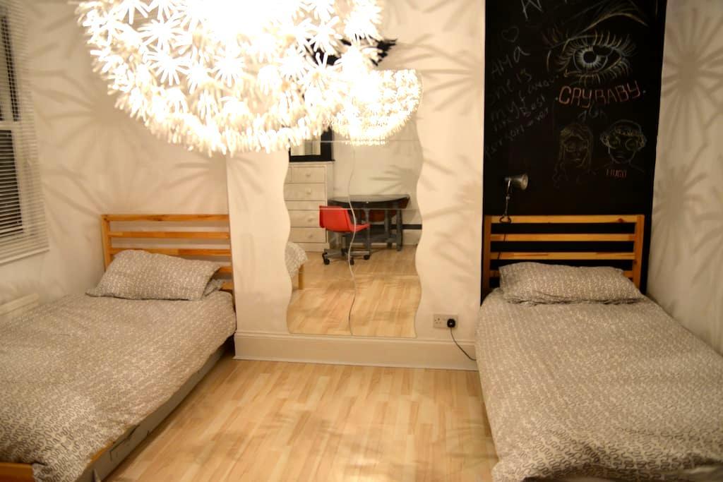 Crystal Palace, 2 x single beds - Thornton Heath - Hus