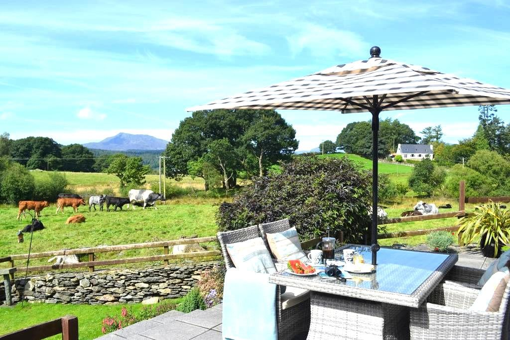 Luxury 5* Tryfan Cottage, 2 En-suite, BETWS-Y-COED - Capel Garmon