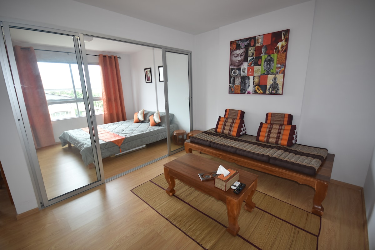 Little Thai apartment in Bangkok