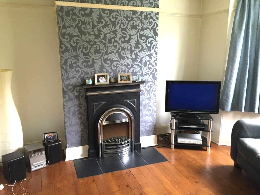 North Leeds home with single room . - Leeds - Huis