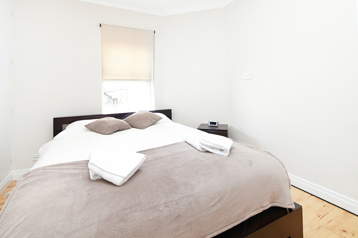 (LS01) Two-Bed Flat Leicester Sq.
