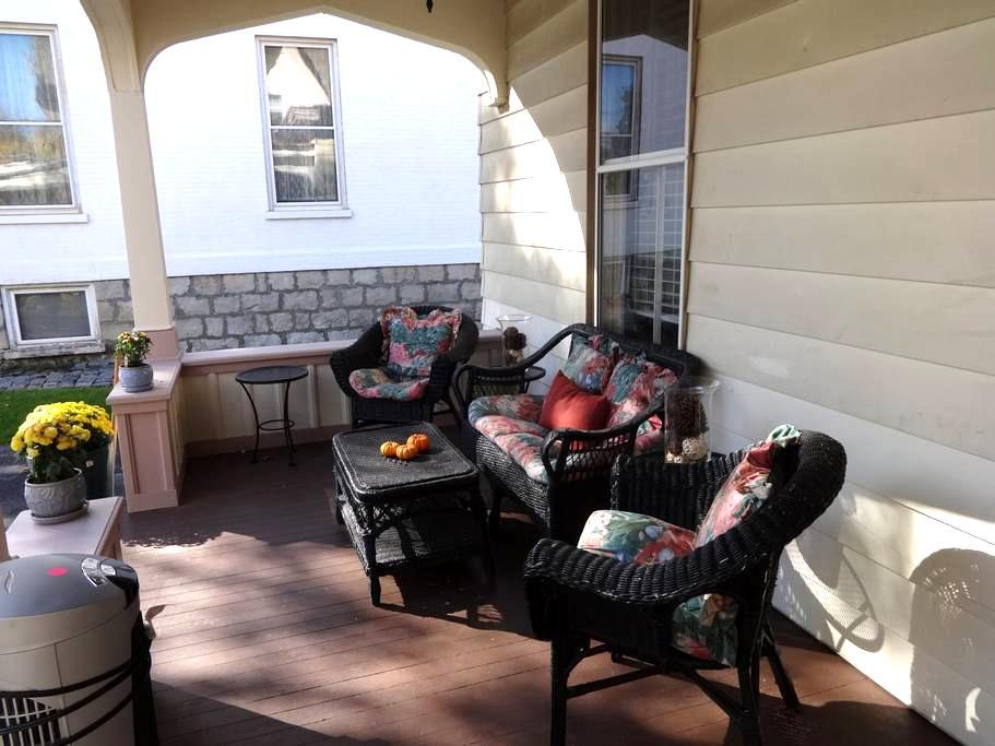 Cozy, Romantic, Historic Saratoga Apartment - Saratoga Springs - Apartament