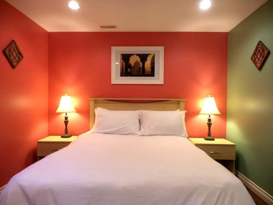Samya Guest House Spa Yoga Ayurveda - Salt Spring Island - Bed & Breakfast