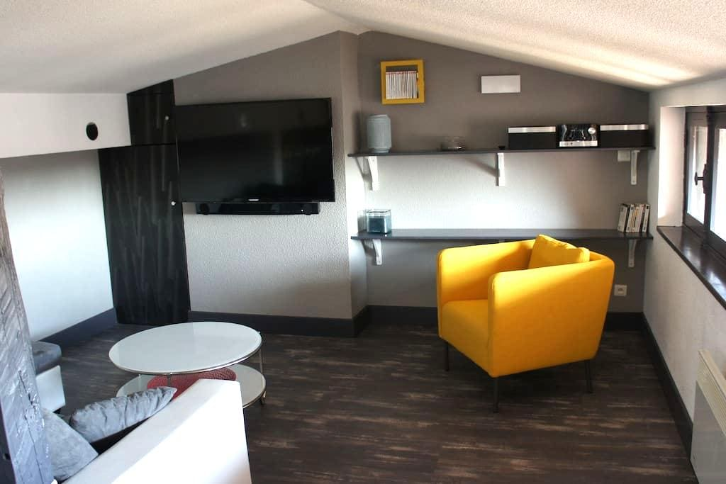 Appartement Place aux Arcades - Lisle-sur-Tarn - Apartemen