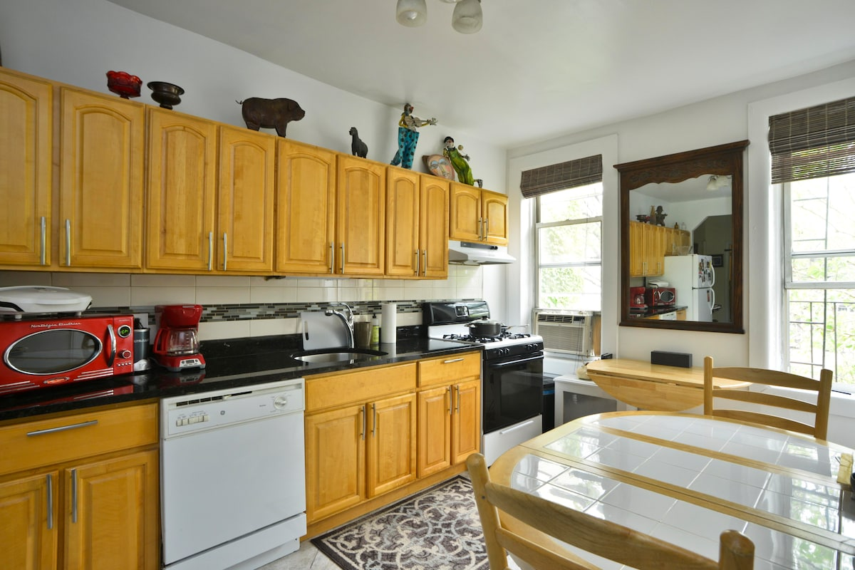 Sunny, and Spacious in Cobble Hill!