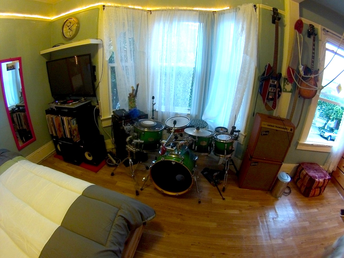 Drumset, TV, guitars and amps