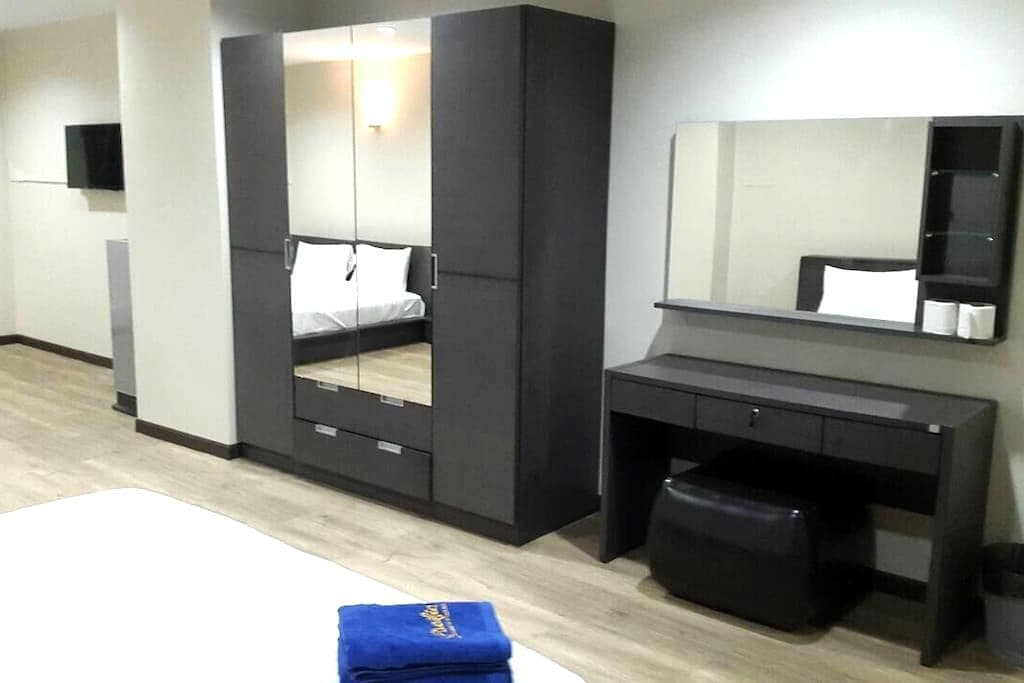 King Size DoubleBed/55 sq.m./Wi-Fi - Hat Yai - Pis