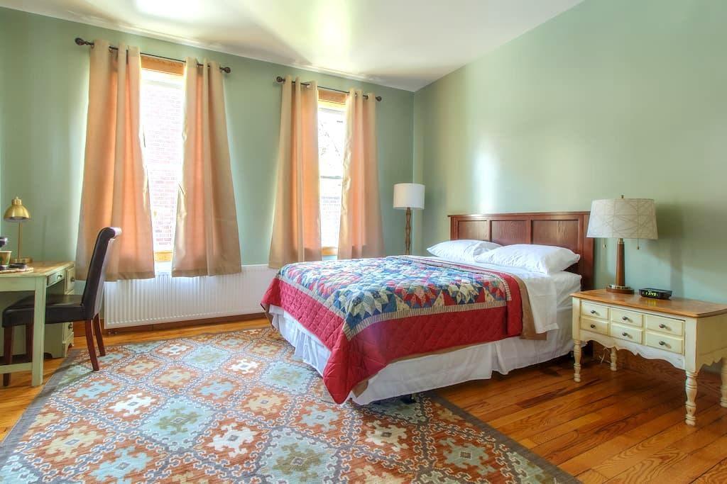 The Village Inn - Room 203 - Port Henry - Bed & Breakfast