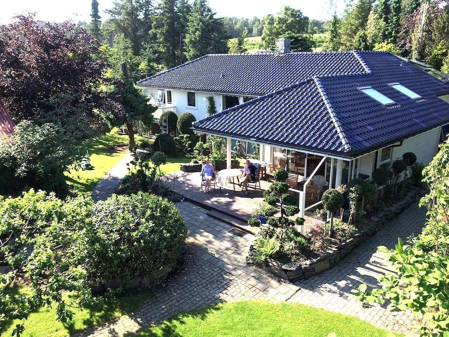Apartment in a romantic garden! - Sandnes - Leilighet