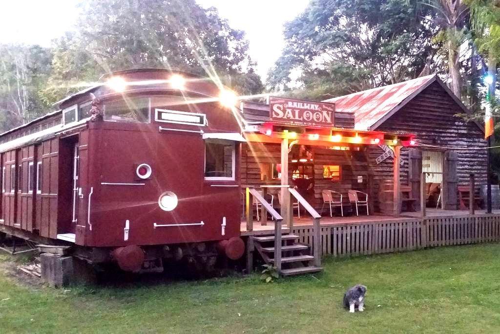 Luxury Train on Farm + Irish Pub ! - Biarra