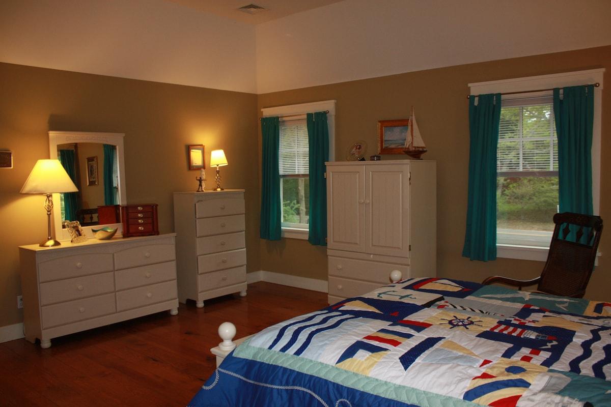 Spacious Suite in Springs