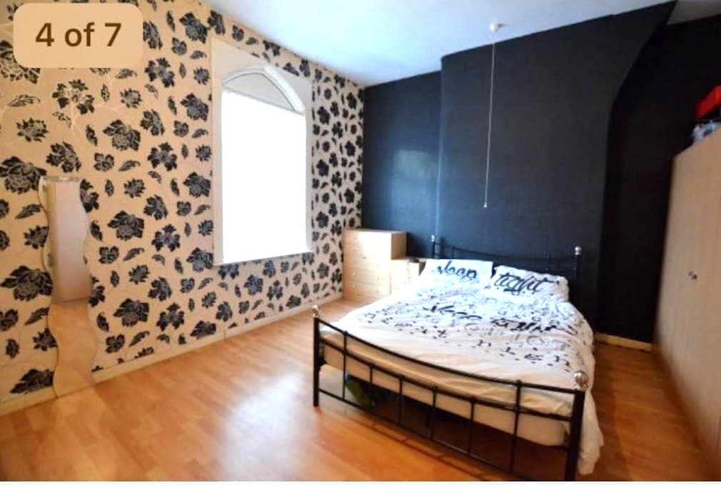 Double room close to AnfieldStadium - Liverpool - Ház