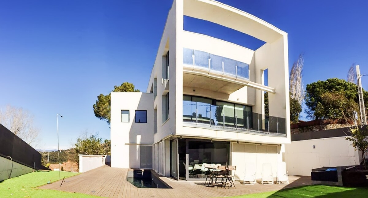 Villa w pool, 15min from Barcelona