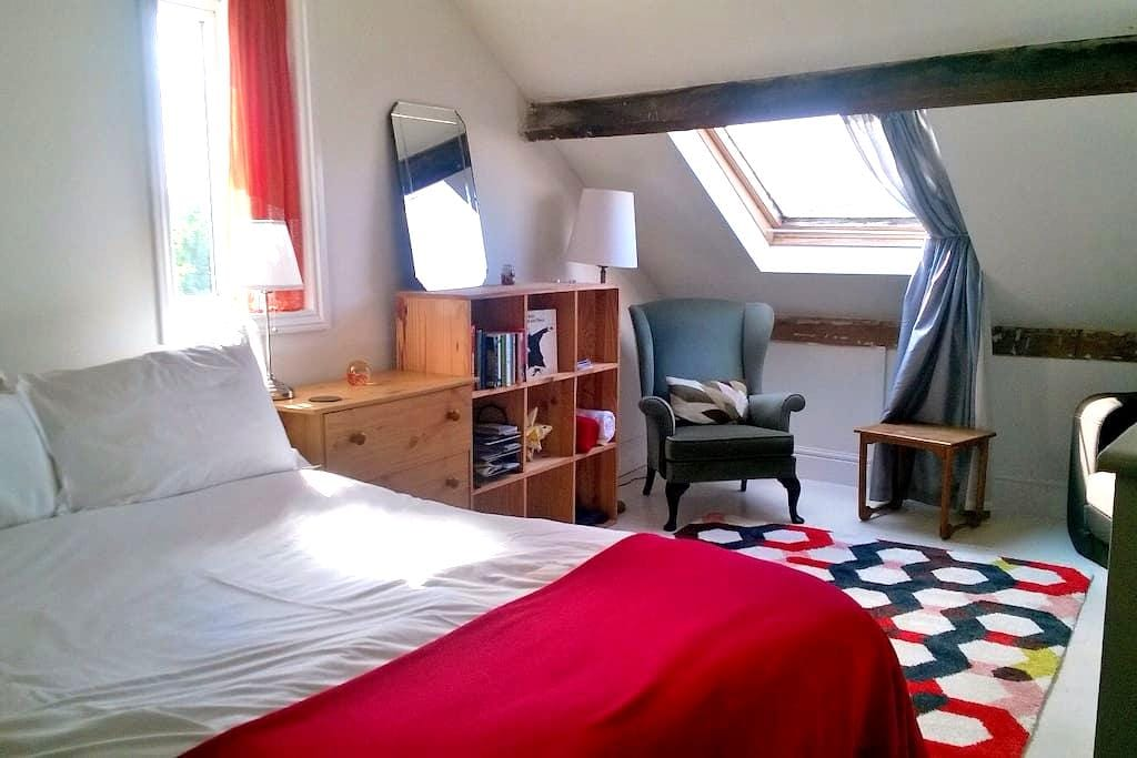 Spacious cosy loft room, views of Clifton Bridge. - Bristol - Dom