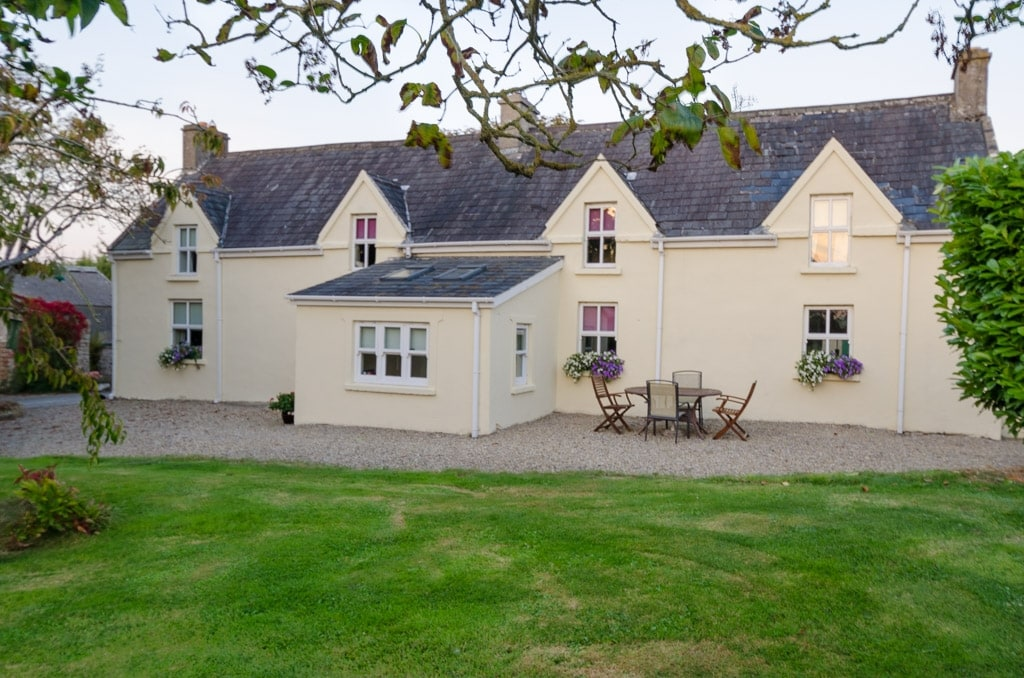 Earlson Old Style Farmhouse