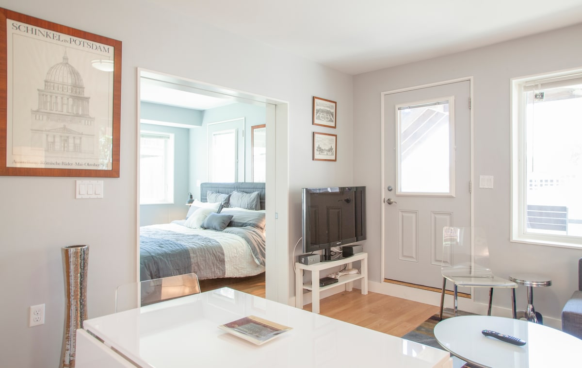 Full-featured & private one bedroom