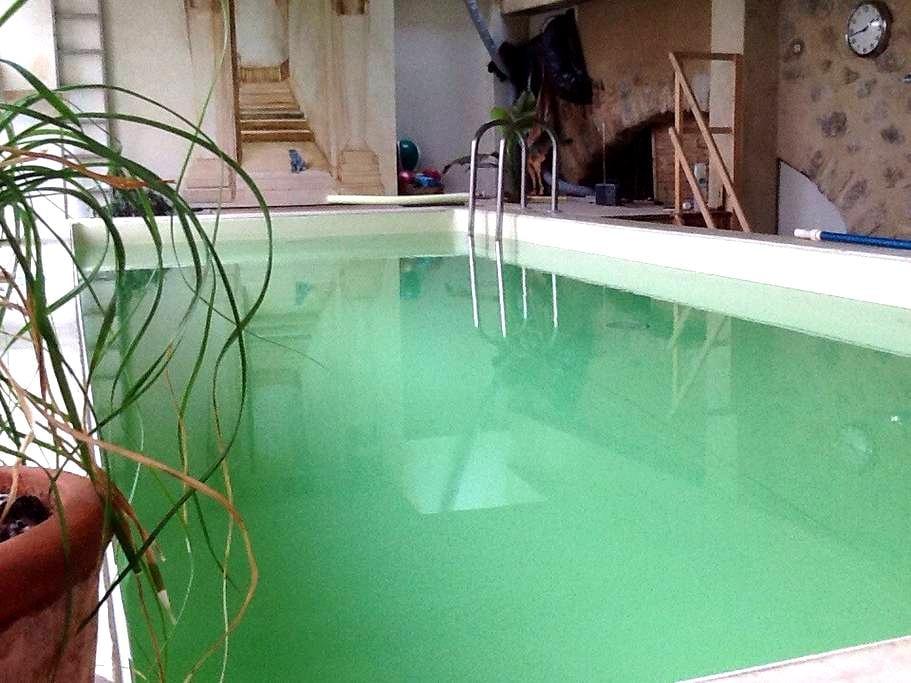 Maison avec piscine intérieure - St Pėray