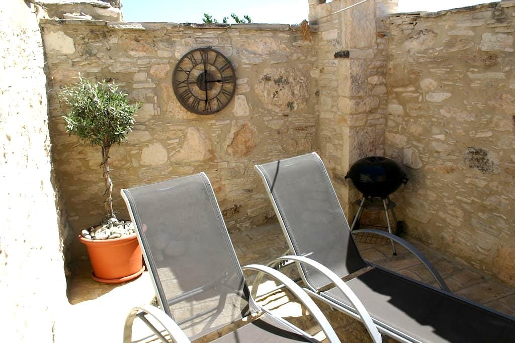 Village Apartment with Courtyard - Pentakomo