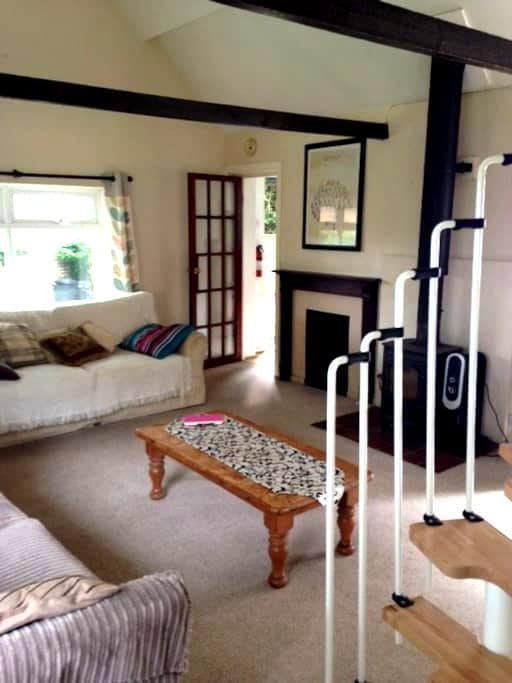 Cosy New Forest Cottage with charm and tranquility - Ringwood - Guesthouse