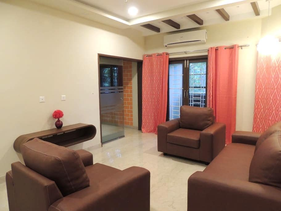 An Uber, super safe, chic home away from home! - Chennai - Appartement
