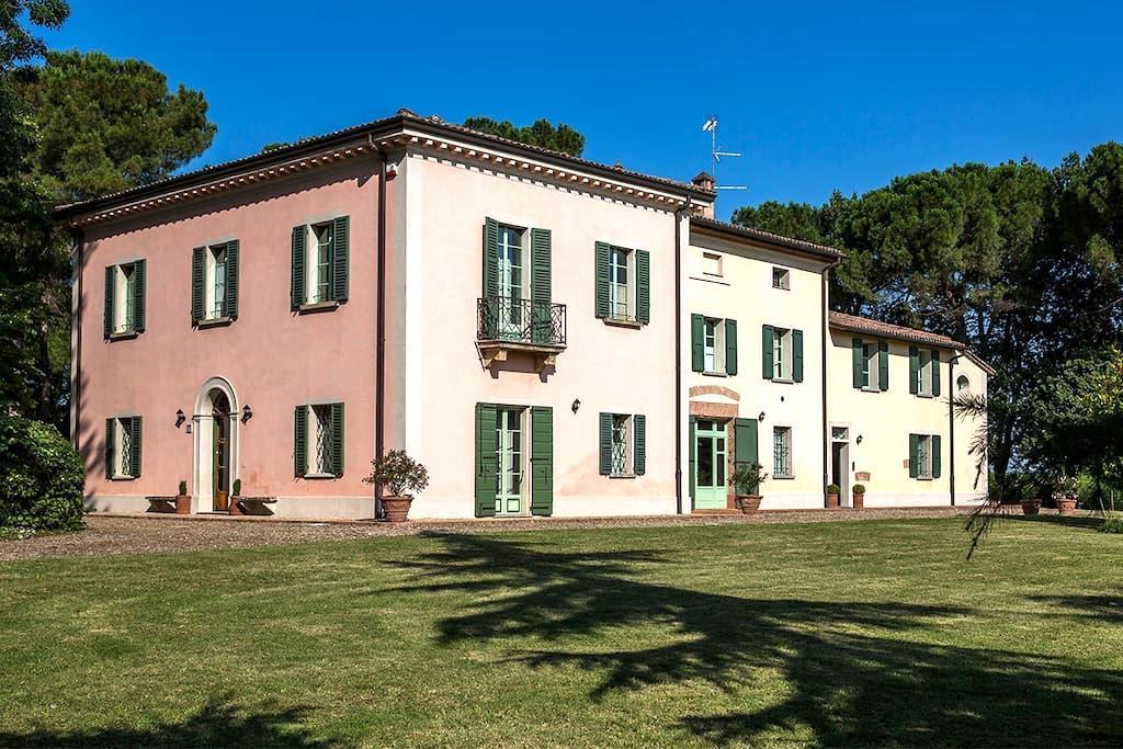 Villa Calanco  charming apart. Anna - Dozza - Apartamento