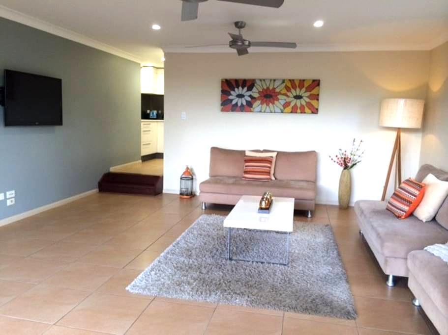 Spacious Private Apartment - Balmoral