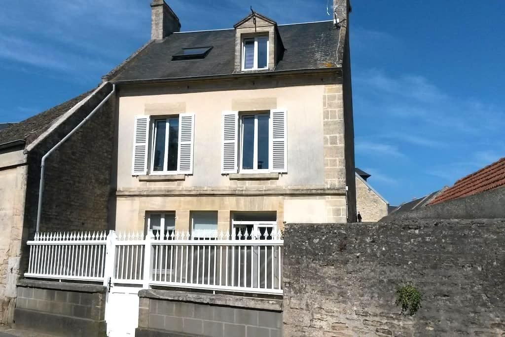 House near the D-Day landing beaches - Graye-sur-Mer - Huis