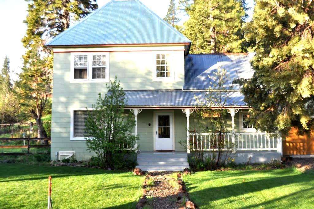 Historic, charming Sierraville CA - Sierraville - House