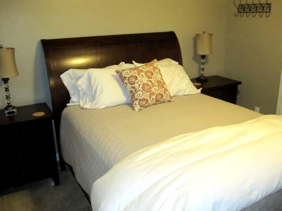 bedroom (#3) in nice location - Stillwater - Haus