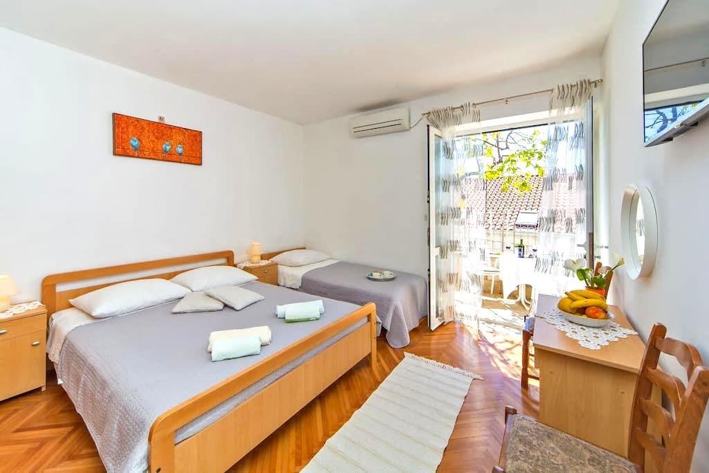 TRIPLE ROOM NINA WITH LARGE TERRACE - Dubrovnik - Bed & Breakfast