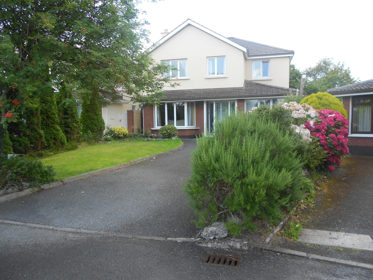 Quiet Friendly House close to City.