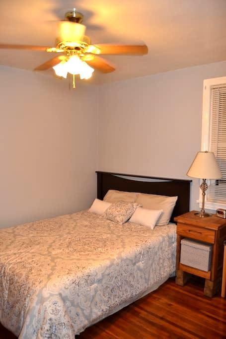 Private room, close to everything! - Nashville - House